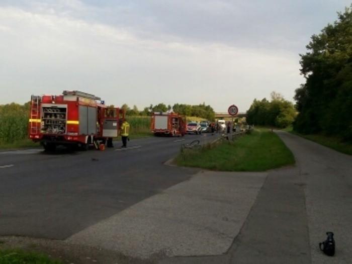 Schwerer Unfall bei Amberg: Radfahrer übersieht Feuerwehrauto - 78-Jähriger tödlich verunglückt