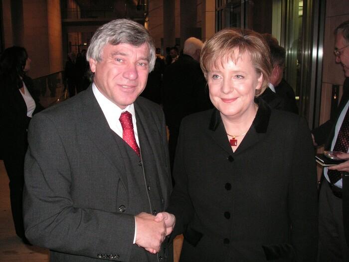 Bundestag wählt Merkel erneut zur Kanzlerin